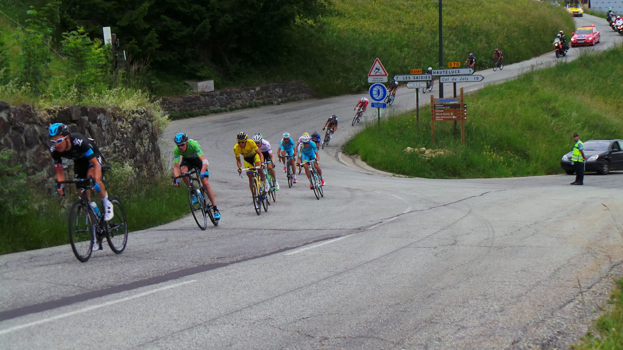 The Critérium du Dauphiné bunch zapping by